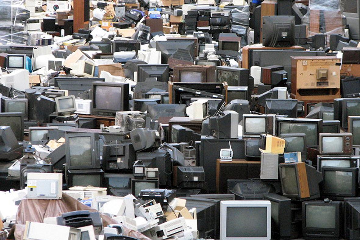 сохранить свалка компьютеров фото были эти женщины